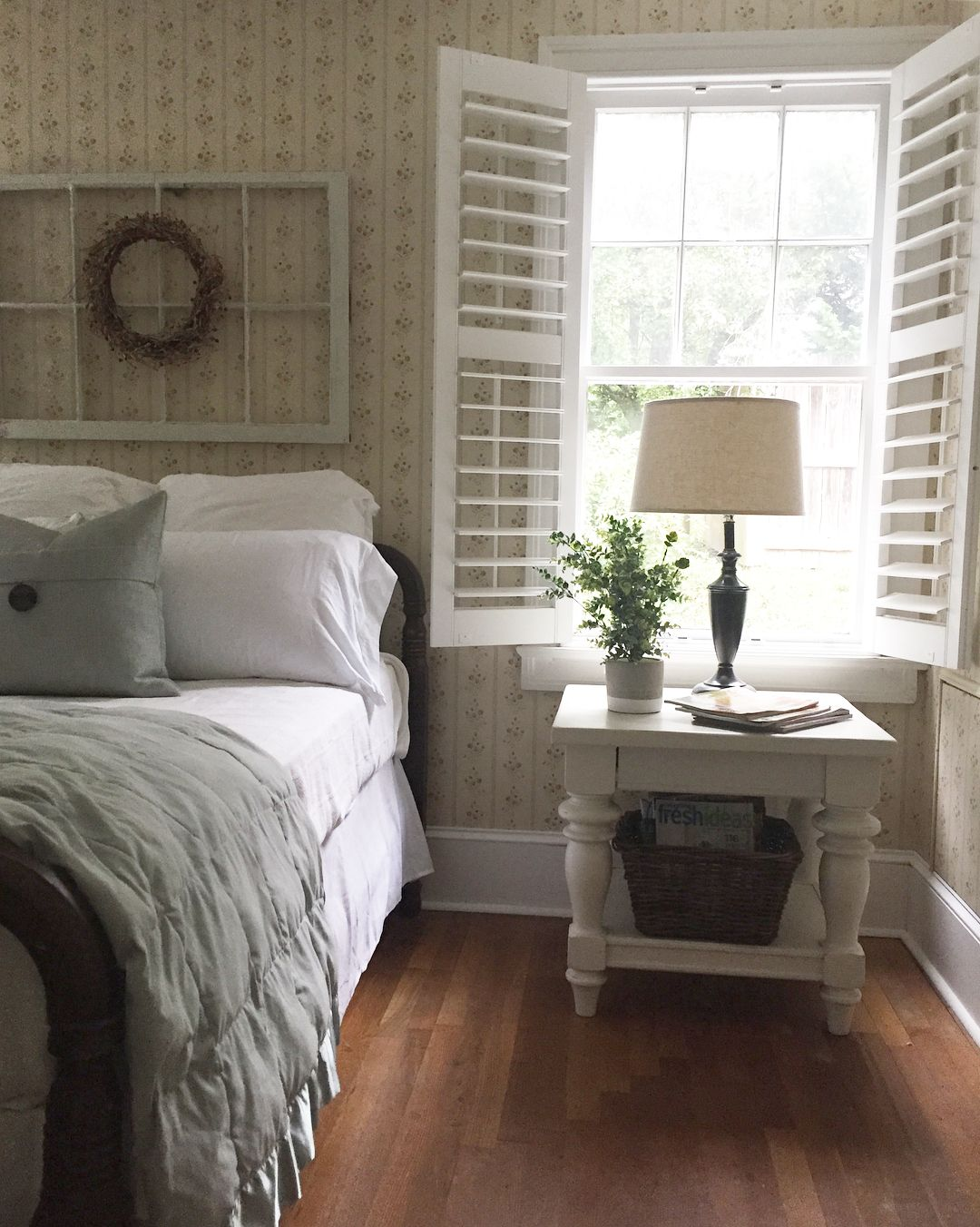 Swell Pin By Little Yellow Cottage On Cozy Cottage Bedrooms Interior Design Ideas Apansoteloinfo