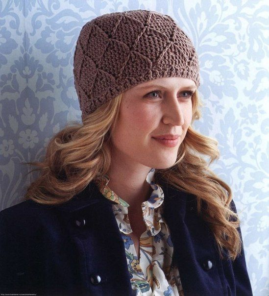 Delicadezas en crochet Gabriela: Hermoso  gorro tipo casco de fina elegancia