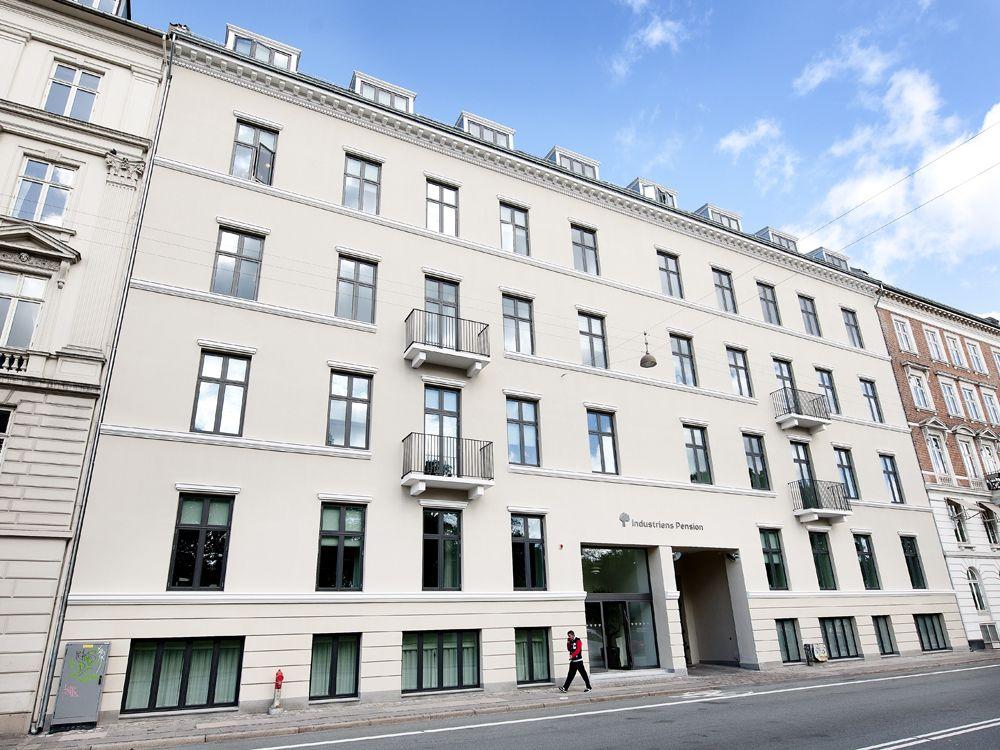 Facade renovation of industriens pension in copenhagen for Pension kopenhagen