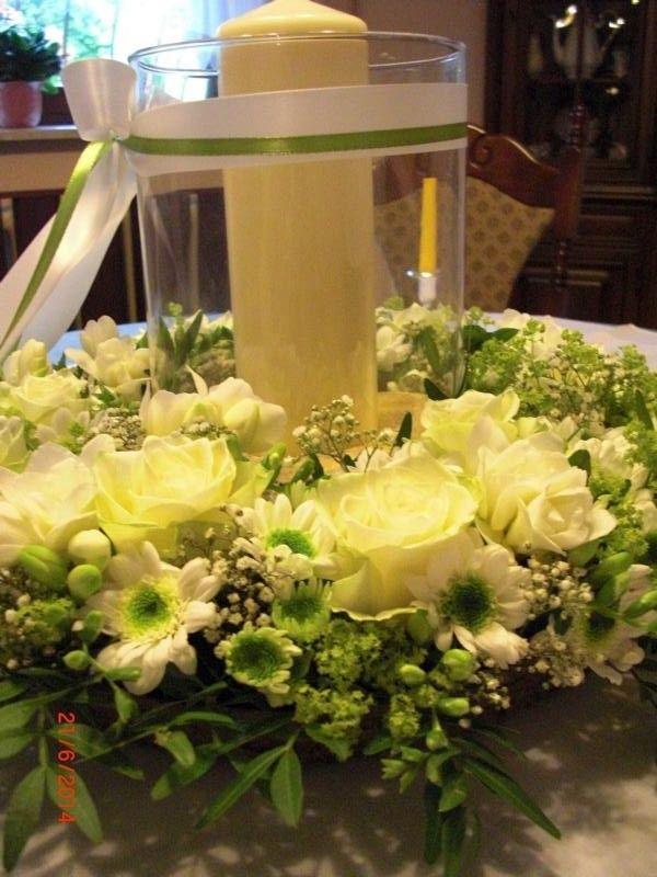 Hochzeit Blumenkranz Tischdeko Weiss Hellgrun Mit Windlicht Deko