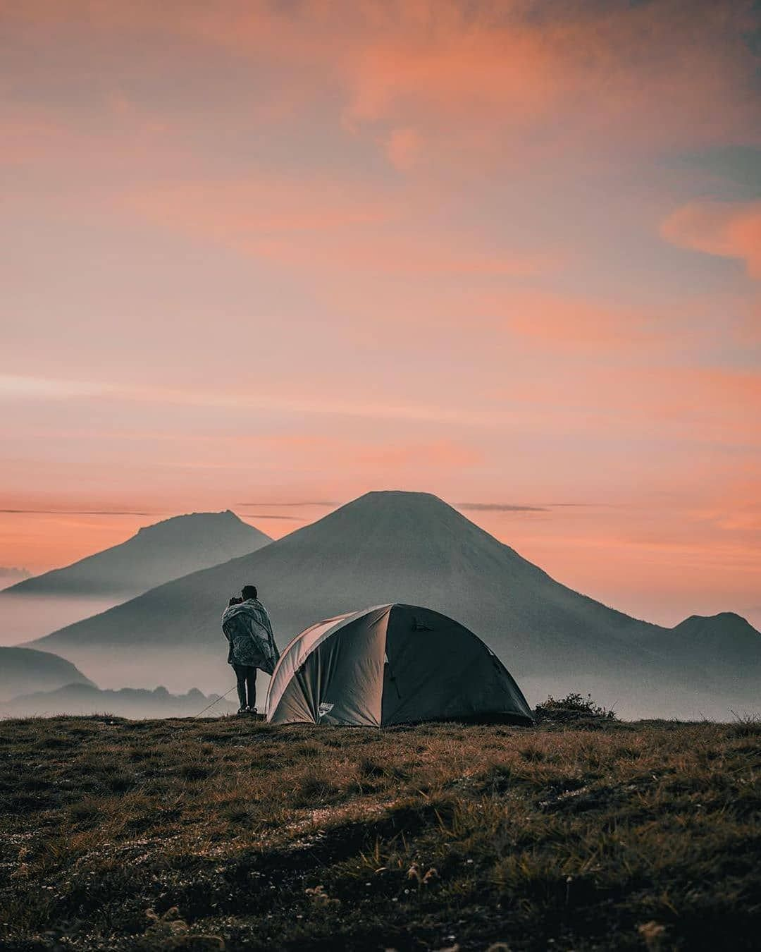 Berkemah Di Puncak Gunung Adalah Pengalaman Khusus Yang Setiap Orang Perlu Rasakan Setidaknya Sekali Dalam Ke Pemandangan Fotografi Alam Fotografi Perjalanan