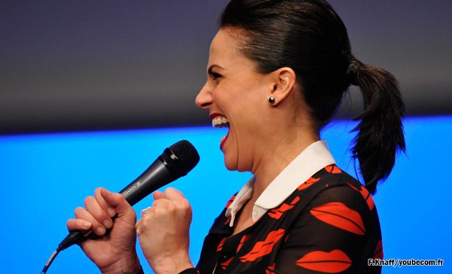 Once Upon A Time Convention: Pictures of Lana Parrilla during the Q & A session Fairy Tales 2 - youbecom