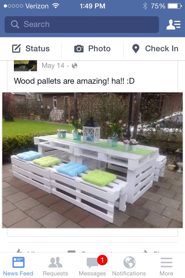 Wood pallet picnic table