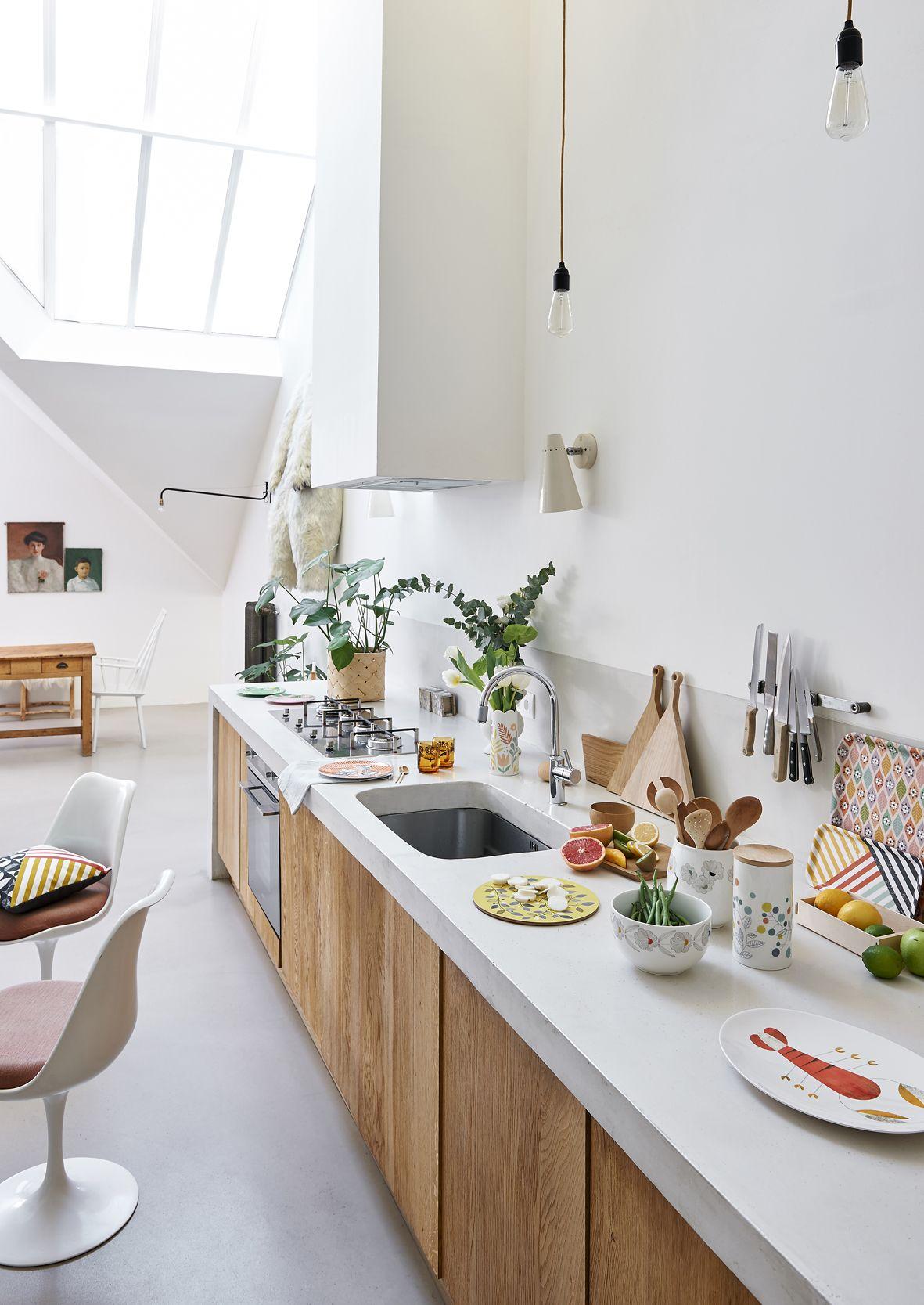 Une Cuisine Tout En Longueur Inspiree De La Tendance Scandinave Cuisine Moderne Interieur De Cuisine Cuisine Longue