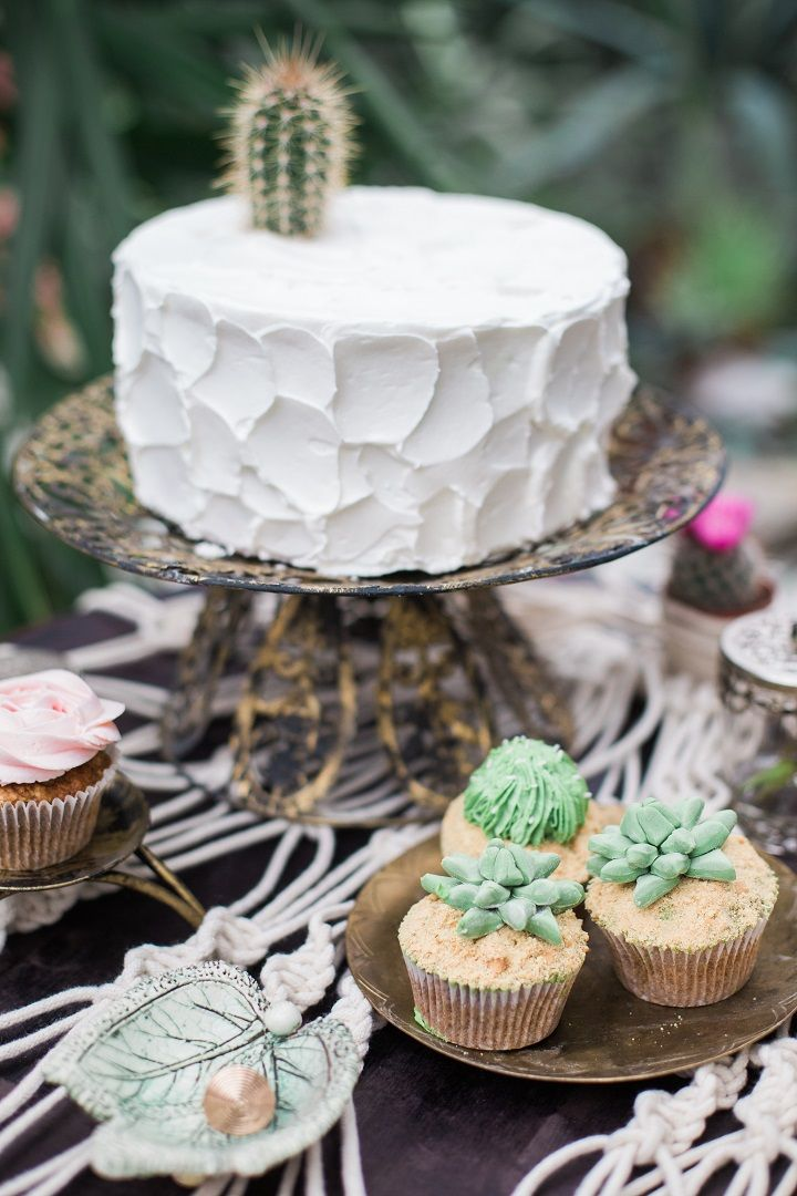 Wedding cake for cactus wedding theme - Cactus Wedding Inspiration Shoot in Botanical Garden | fabmood.com #wedding #weddingstyled #weddinginspiration #weddingideas