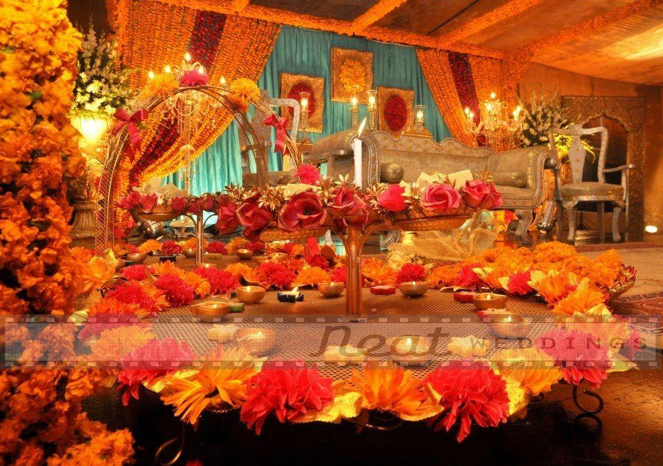 Mehndi Thaals : Two tier yellow flower mehndi thaal wedding