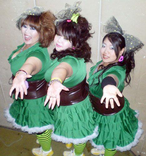 メガトンボディーを誇るハレルヤシスターズのMatsuko、Miyuki、Maya(左から)