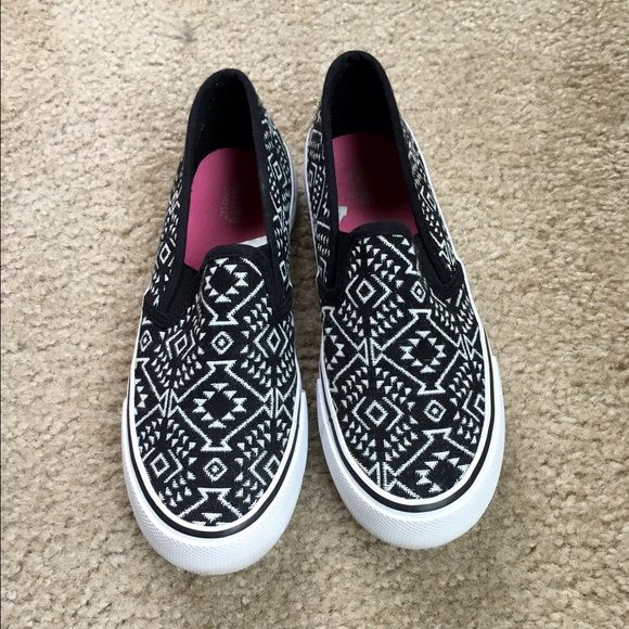 Aztec Print Flats, Sz 6 Aztec print flats/slip ons. Still in excellent condition. Minimal (if any) wear and tear. Size 6, true to size (6 - 6.5) Moving and getting rid of everything! #aztec #flats #slipon Mossimo Supply Co Shoes Flats & Loafers