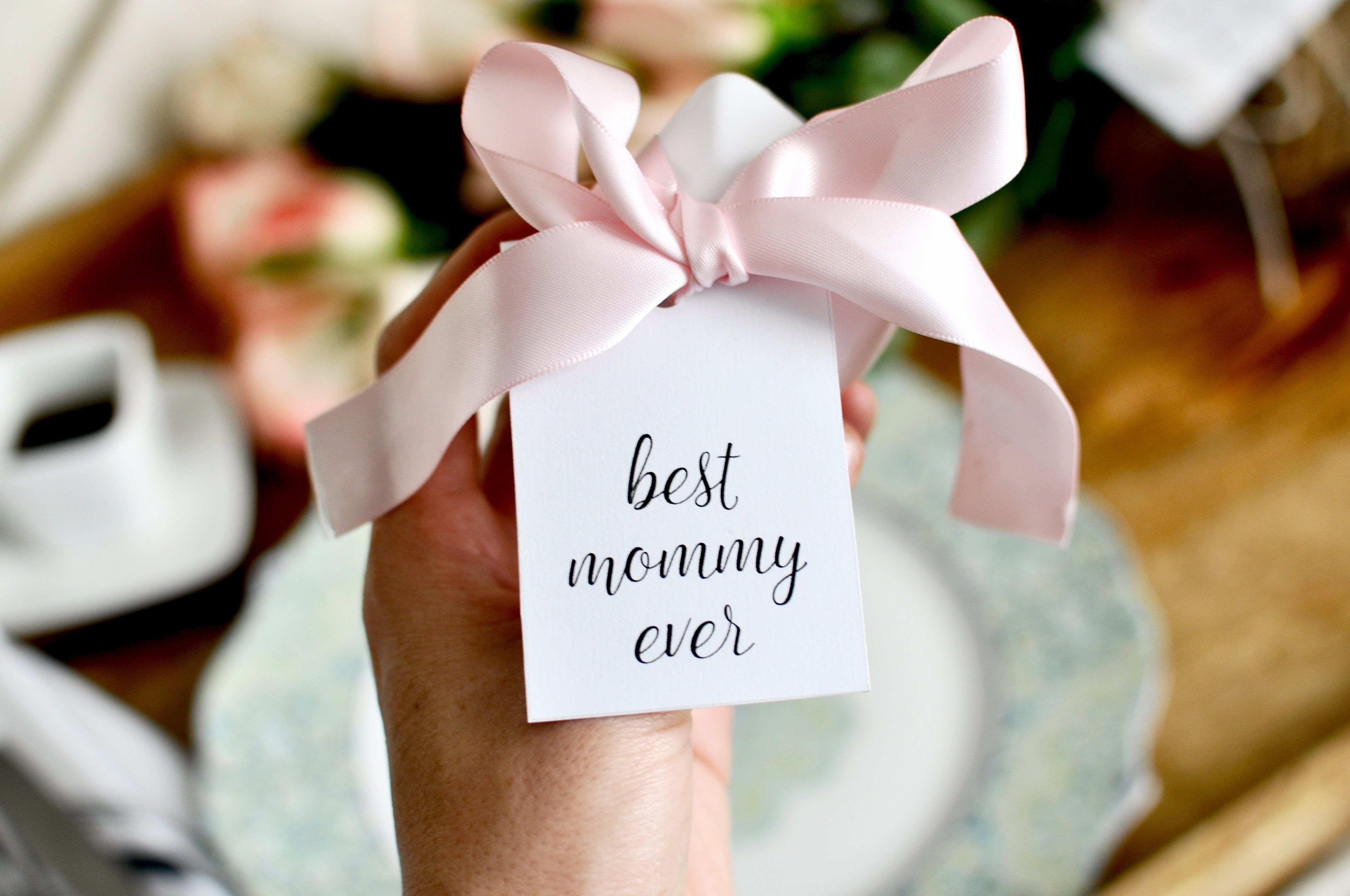 Mother's Day Printable Gift Tags + Gift Ideas | Make Mothers Day extra special with these FREE printables!