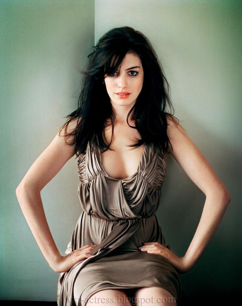 Anne Hathaway Sexy Photos And