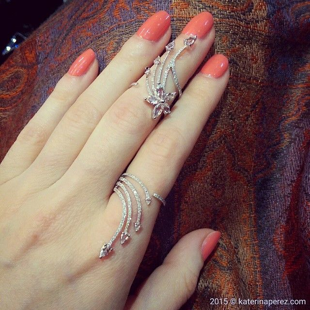 「 What do you think about a ring like this, quite cool, huh? By @elisedrayjewelry 」