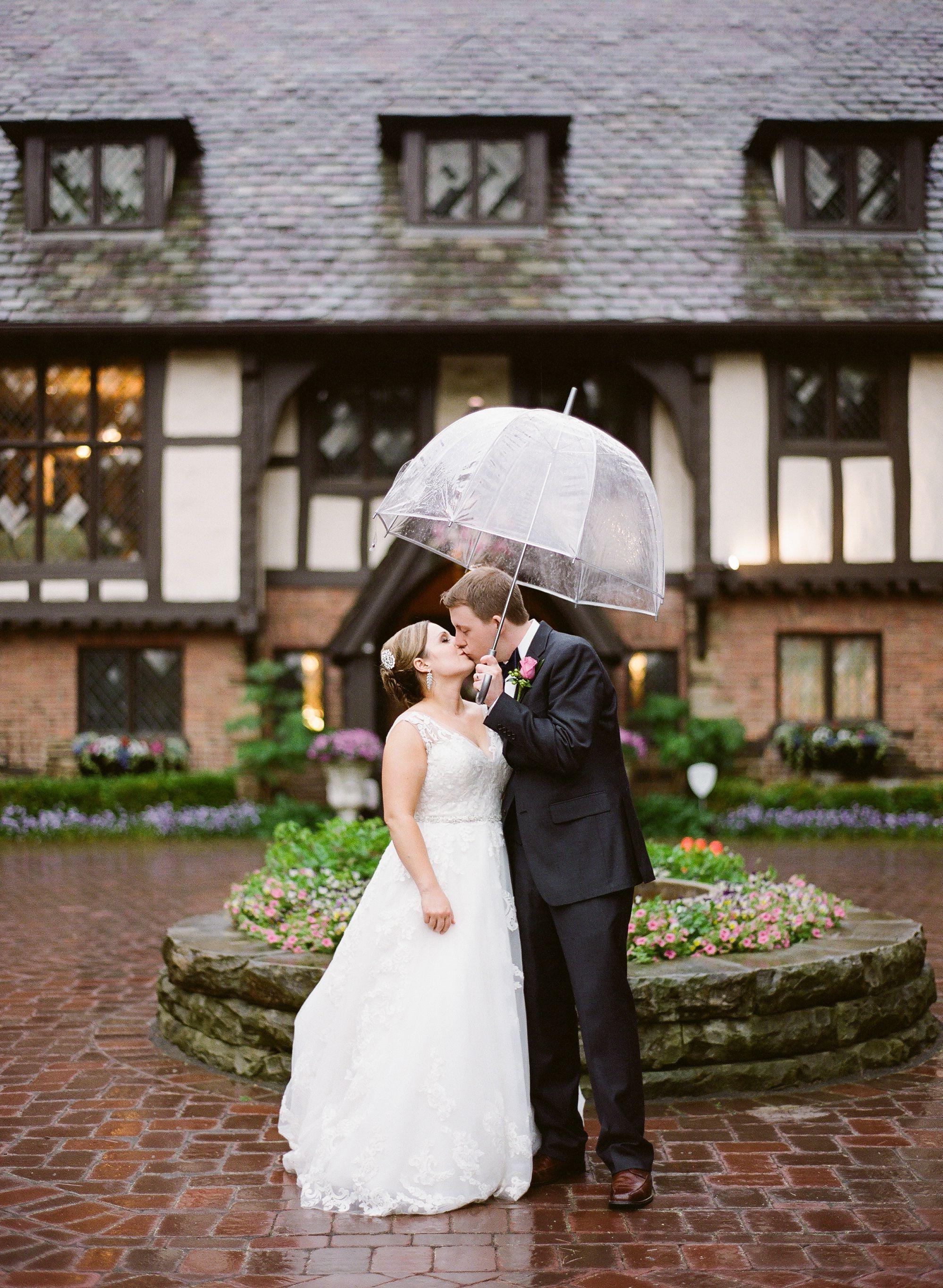 Chagrin falls ohio indoor and outdoor wedding venue