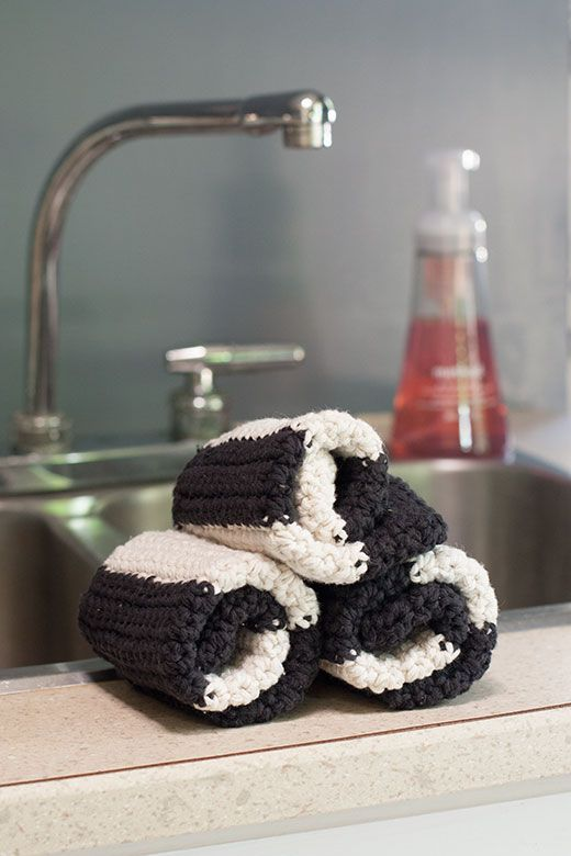 Striped Crochet Washcloth http://molliepop.com/striped-crochet-washcloth/