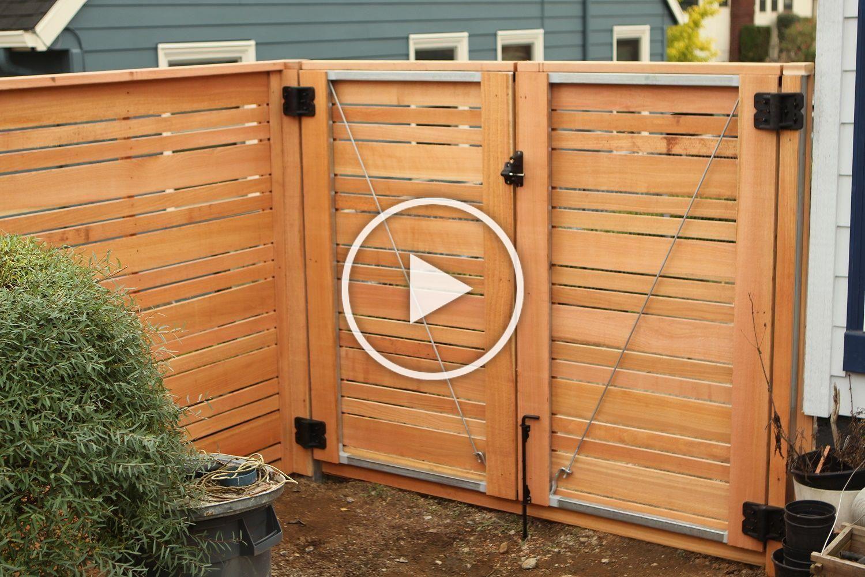 Double Door Gate Horizontal Wood Fence With Alternating Picket Sizes For An Extra Unique Look Cedar Fences Holzzaun Tore Zaune Und Tore Horizontaler Zaun