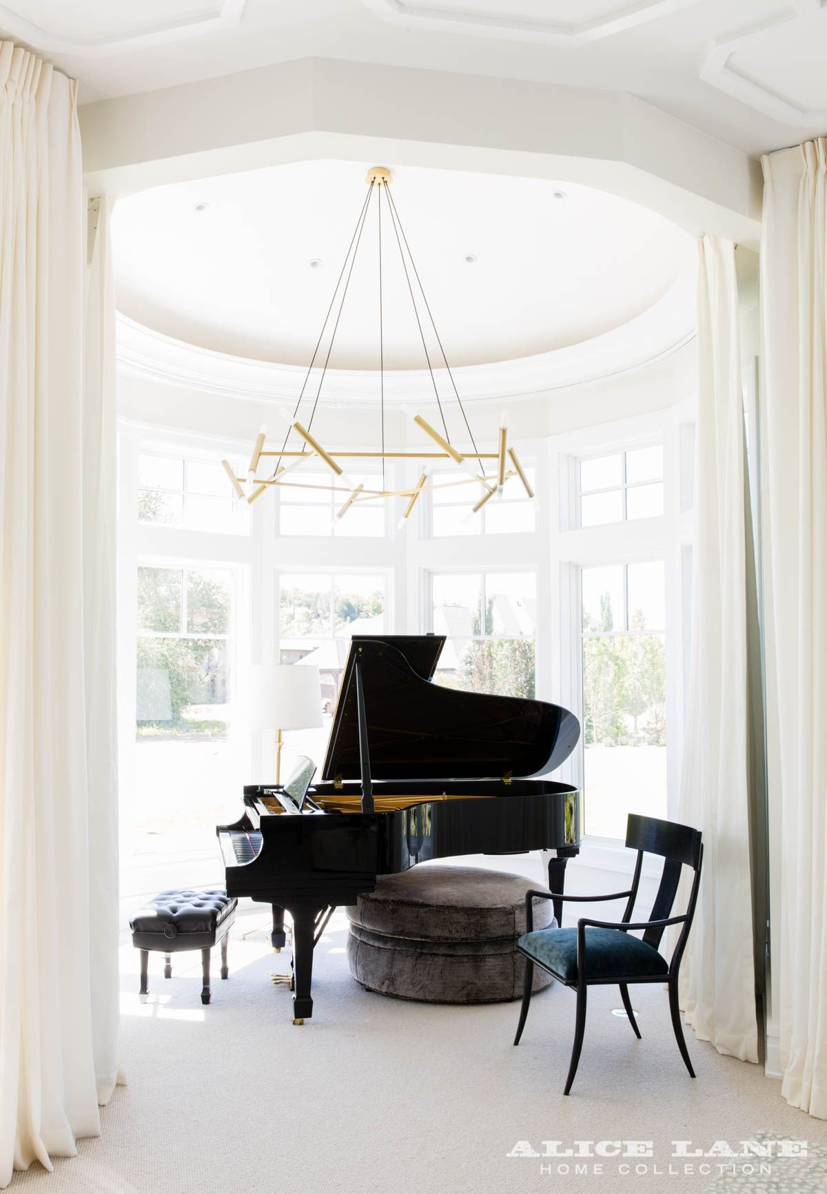 Grand Living Room: Breathtaking Ceiling Design In This Music Wall