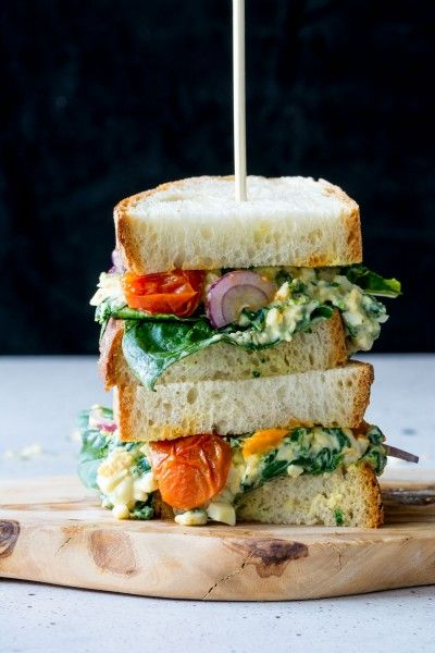 A totally gourmet Egg Florentine Toasted Sandwich, using basic ingredients to create something spectacular. Don't let your lunchtime be boring, try this easy sandwich recipe for something special this week!
