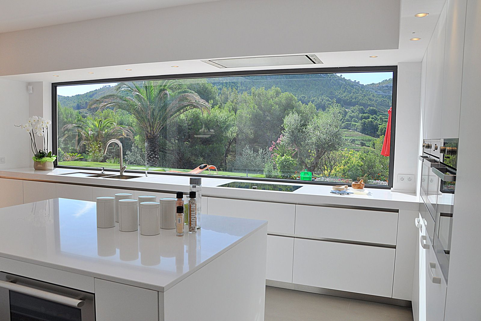 Sinibaldi projet cuisine cassis 5 baies vitrees en 2019 cuisine moderne veranda cuisine et - Cuisine avec vitre ...