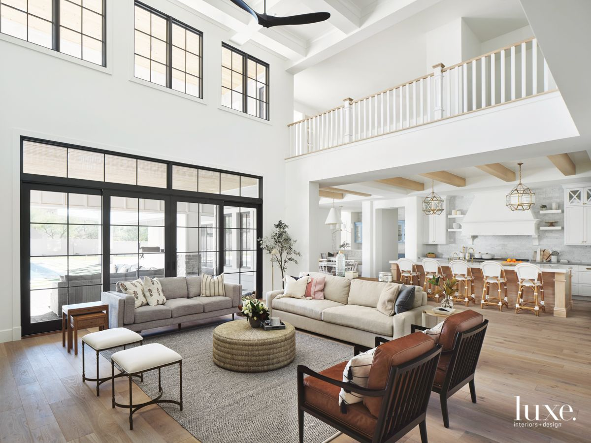 A Contemporary Arizona House Embraces Craftsman Style Interior Design Craftsman Interior Craftsman Style Homes