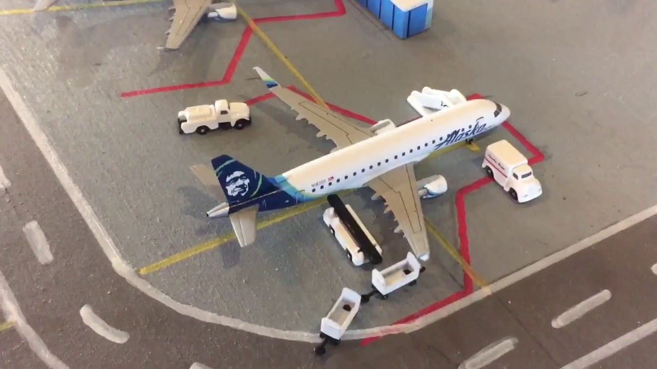 Gemini Jets Airport Update Pdx Youtube Airport Passenger Aircraft Toy House
