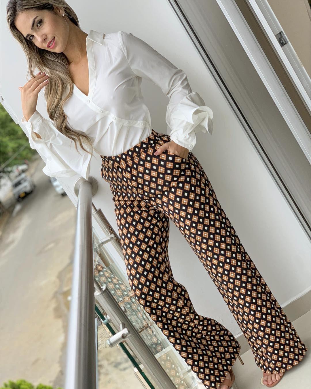 La Imagen Puede Contener 1 Persona De Pie Y Calzado Pantalones De Moda Pantalones De Moda Mujer Pantalones De Vestir