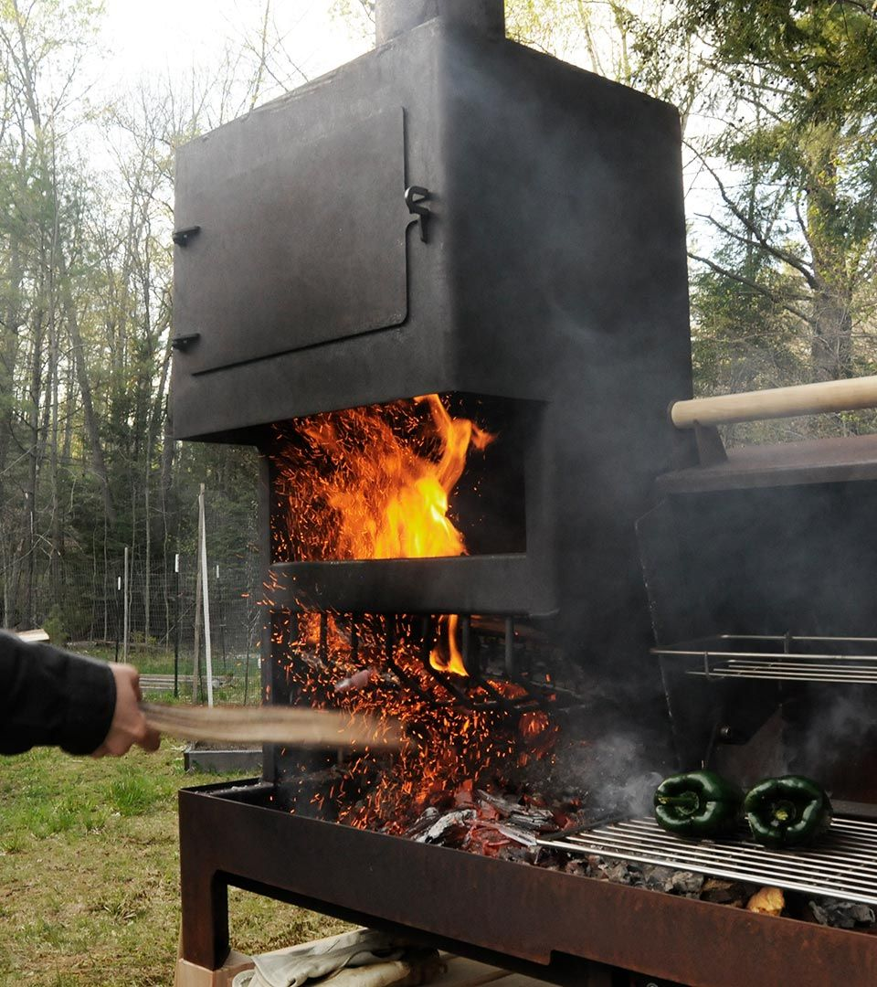 De combinatie van open vuur en een oven zorgt voor behagelijke ...