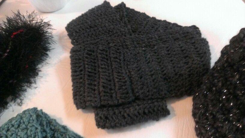 Circular gray scarf