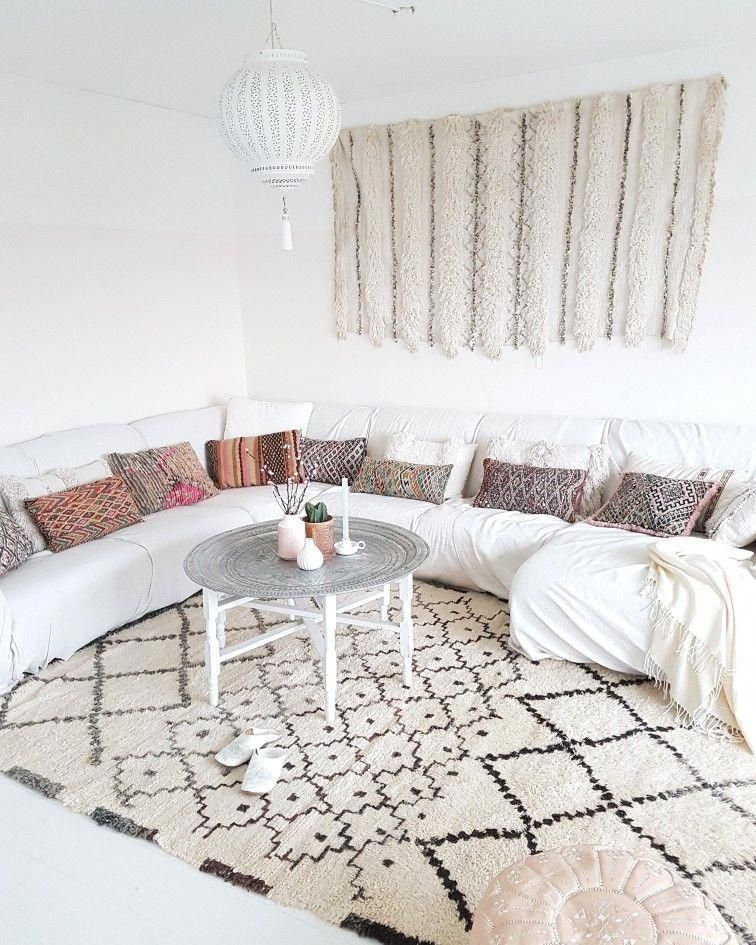 Our own livingroom with Moroccan flair and white base. #morocco #moroccanvibes #moroccanstyle #moroccanrug #whitelivingroom #scandinavianstyle #whitemoroccan #ethnicstyle  #moroccaninterior #moroccandecor