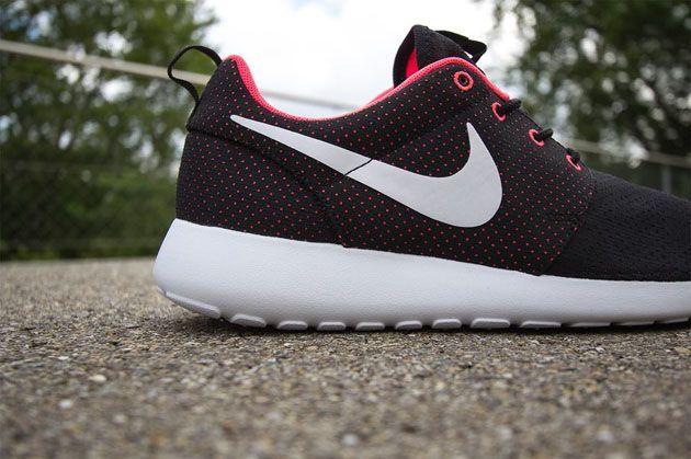 Nike Roshe Courir Wmns - Justaucorps Punch Hyper - Noir / Blanc