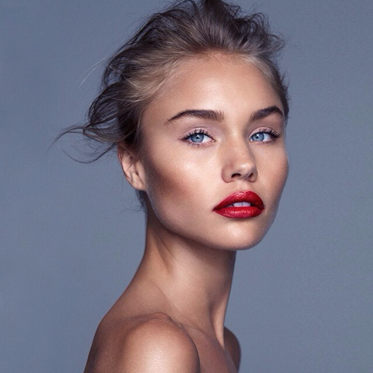 Tane Coffin (With images) Blonde hair red lips, Red lip