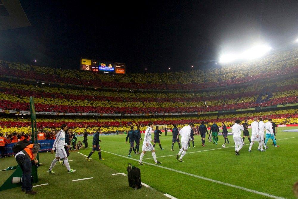 El público del Camp Nou confirma que va al campo a ver fútbol no a hacer política