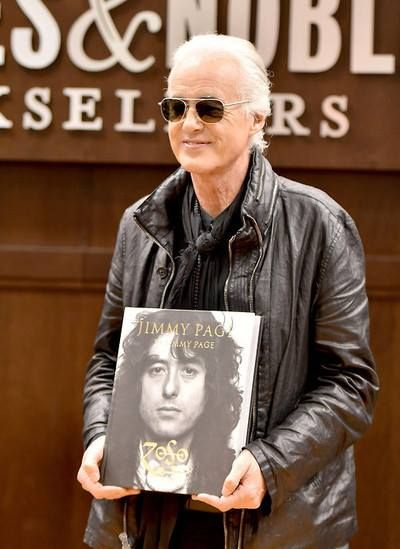 Jimmy Page at a Barnes & Noble book store in L.A. 11/11/14 for his book signing.