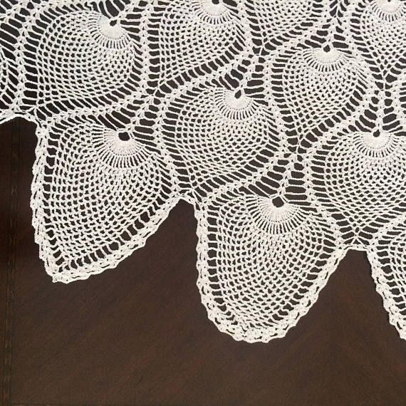 Crocheted Tablecloth with pineapple design | mani | Pinterest ...
