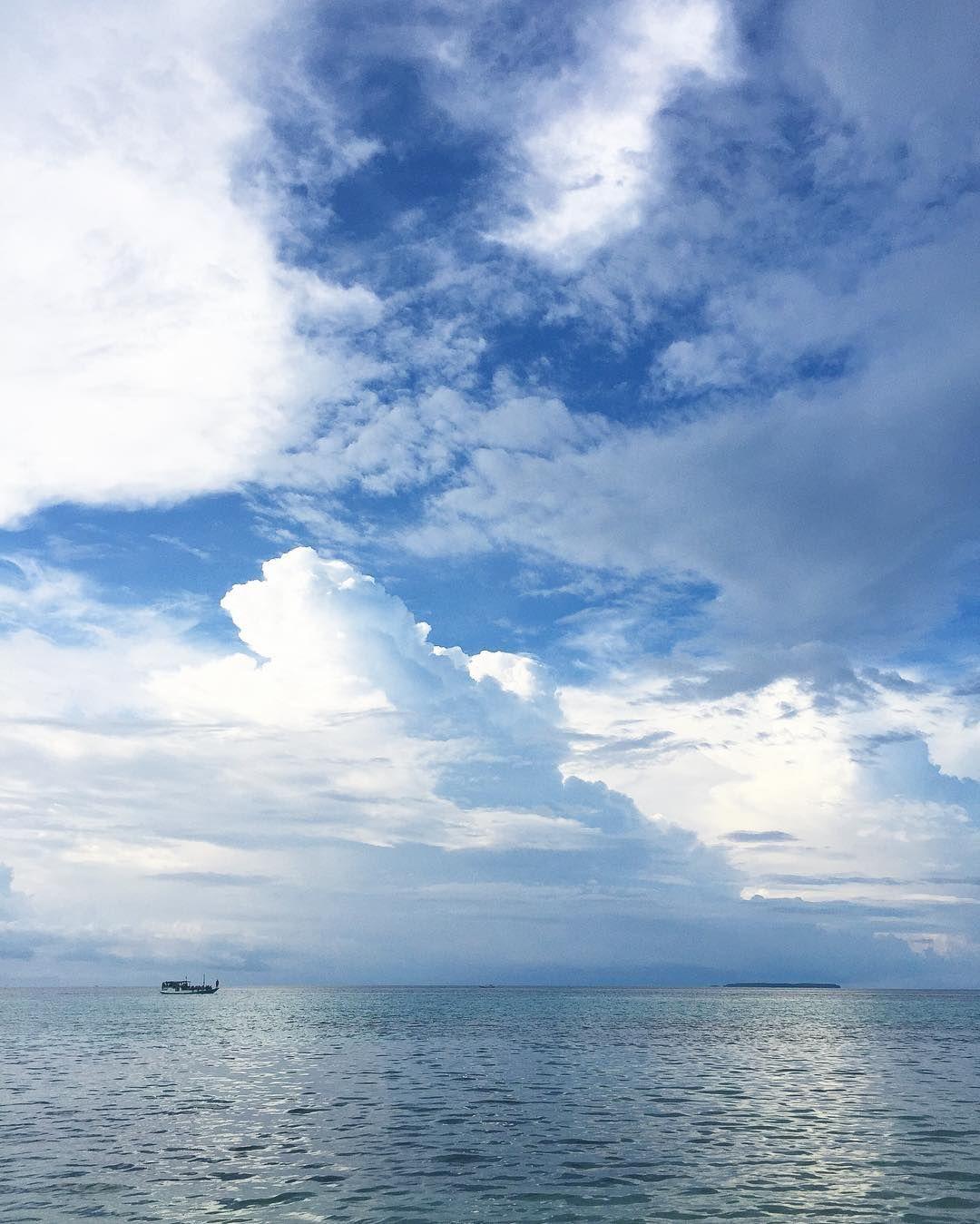 Selamat Hari Santri.  Semoga selalu diberkahi. #nature #cloud #sea #blue