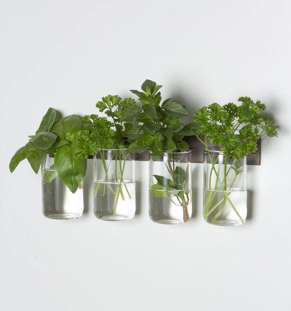 Sowohl zu Hause, als auch an unserem Arbeitsplatz finden sich regelmäßig frische Blumen. Auf der Suche nach einer neuen, passenden Vase, sind uns einige besonders tolle, interessante und einzigartige Stücke begegnet, die wir hier in unseren Top 8 Vasen für zusammengestellt haben. Mehr Info gibt's, wenn ihr auf das jeweilige Bild klickt. Viel Spaß damit. [...]