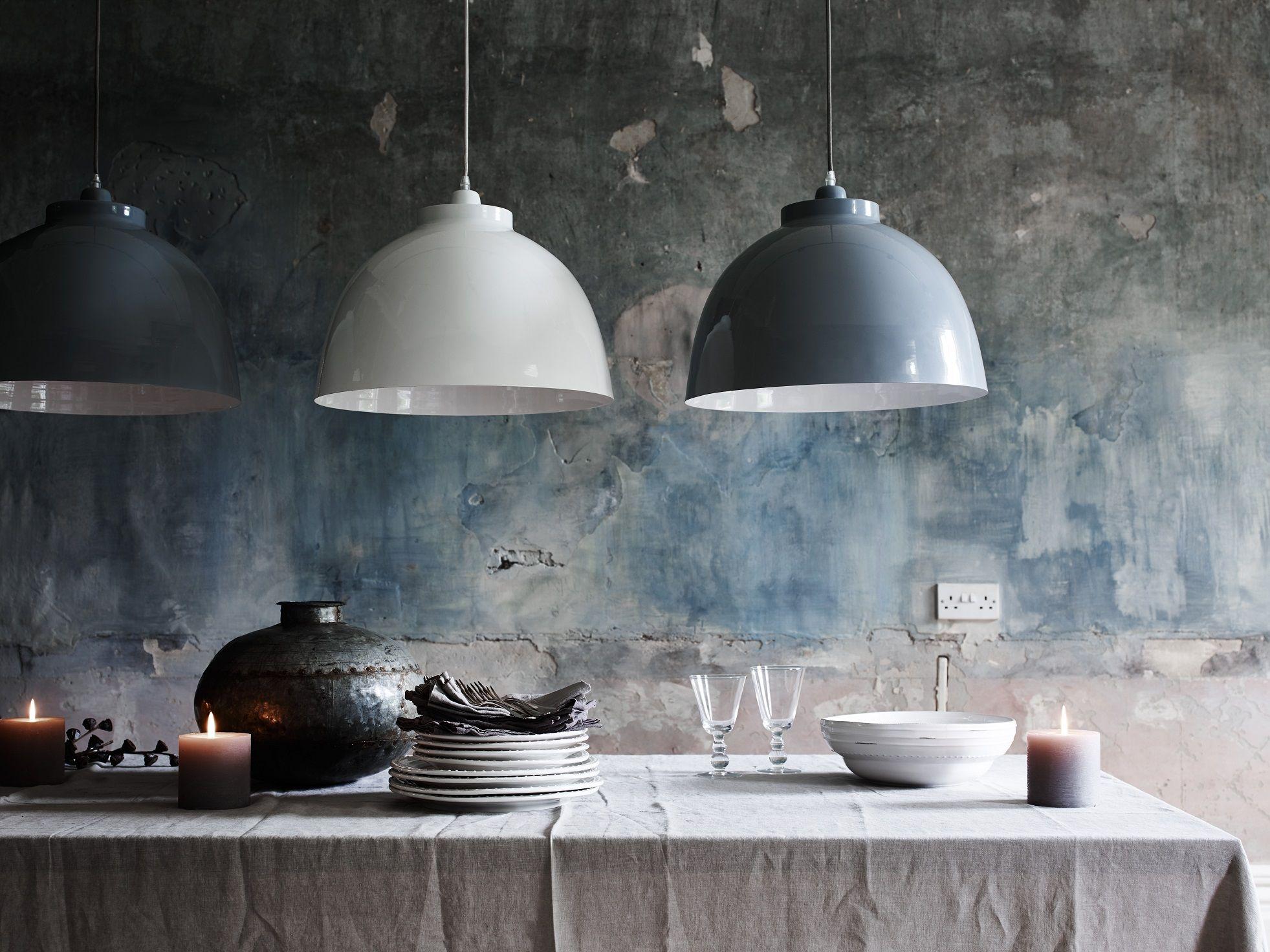 De byron hanglampen van neptune zijn prachtig in veelvoud boven de