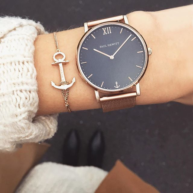 All In Silver Though Every Sailor Needs An Anchor Our New Delicate Anchor Bracelet In Rose Gold Meets Our Sailor Line Acessorios Femininos Acessorios Joias