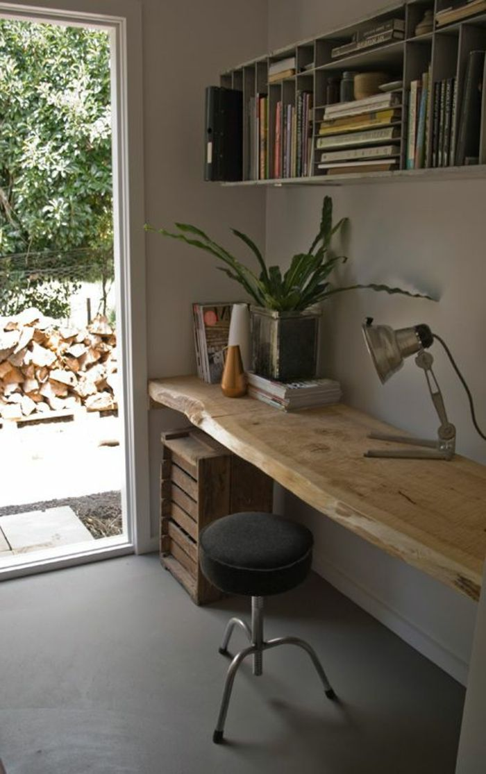Les meubles en bois brut sont une jolie touche nature pour for Meuble bureau suspendu