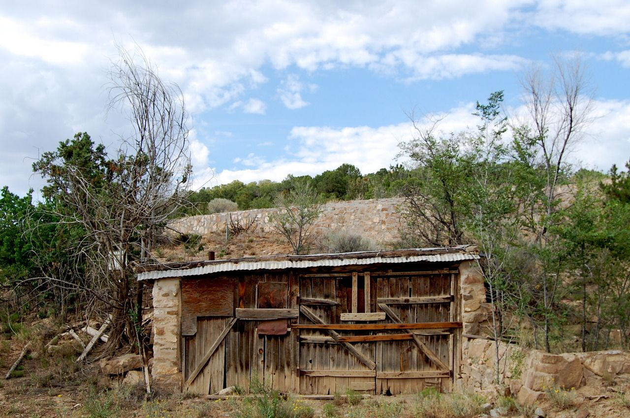 http://freecabinporn.com/post/28267764522/former-dwelling-in-santa-fe-new-mexico-submitted