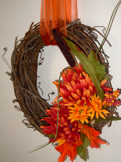 KdBuggie Boutique: Fall Decor Tutorial: Simple Silk Flower Grapevine Wreath