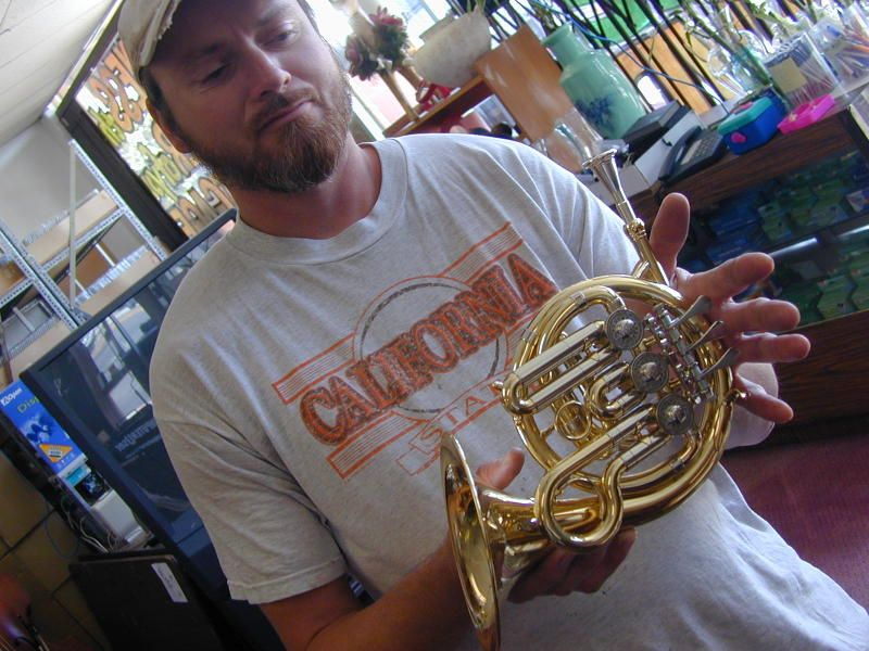 Piccolo French Horn Look How Tiny It Is Trompa Instrumentos Musica