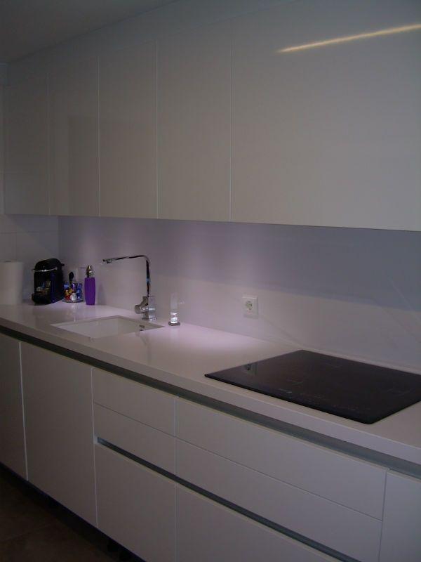 Cuanto cuesta una encimera de silestone precios y caracteristicas cocinas blanco y cocina - Cuanto cuesta una cocina nueva ...