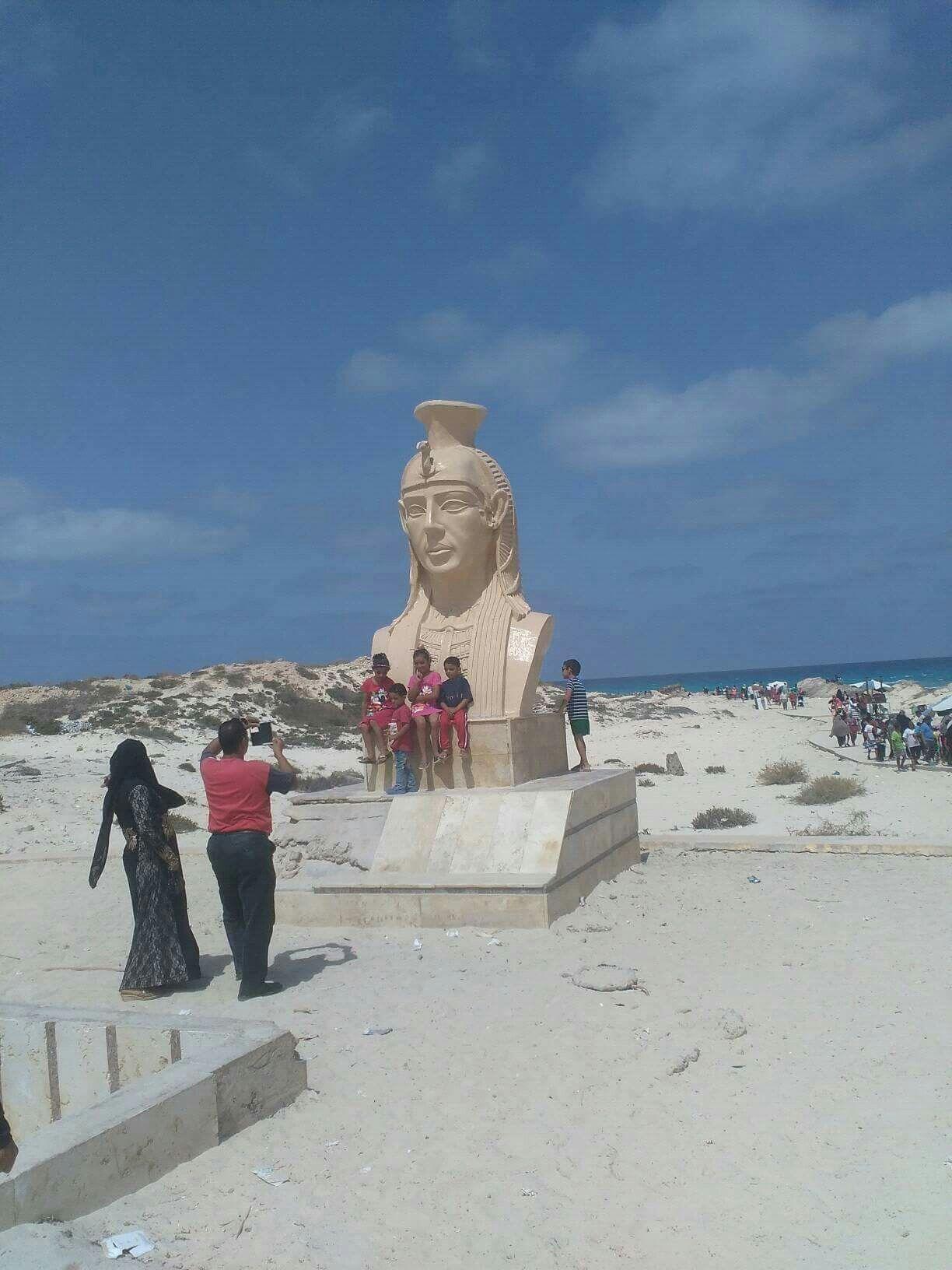 حمام كليوباترا شاطىء بمرسى مطروح وتمثال لهاmarsa Matruh Northwest Egypt Cleopatra Sea Alessandria Egypt Ancient Egypt