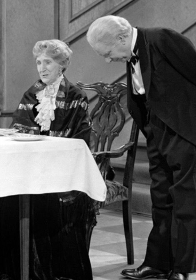 Hovmesteren og Grevinnen | Dinner for one sketch #Lillejulaften #traditon…