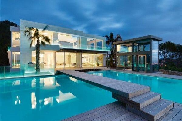 Maison contemporaine de luxe qui change de couleur Architecture