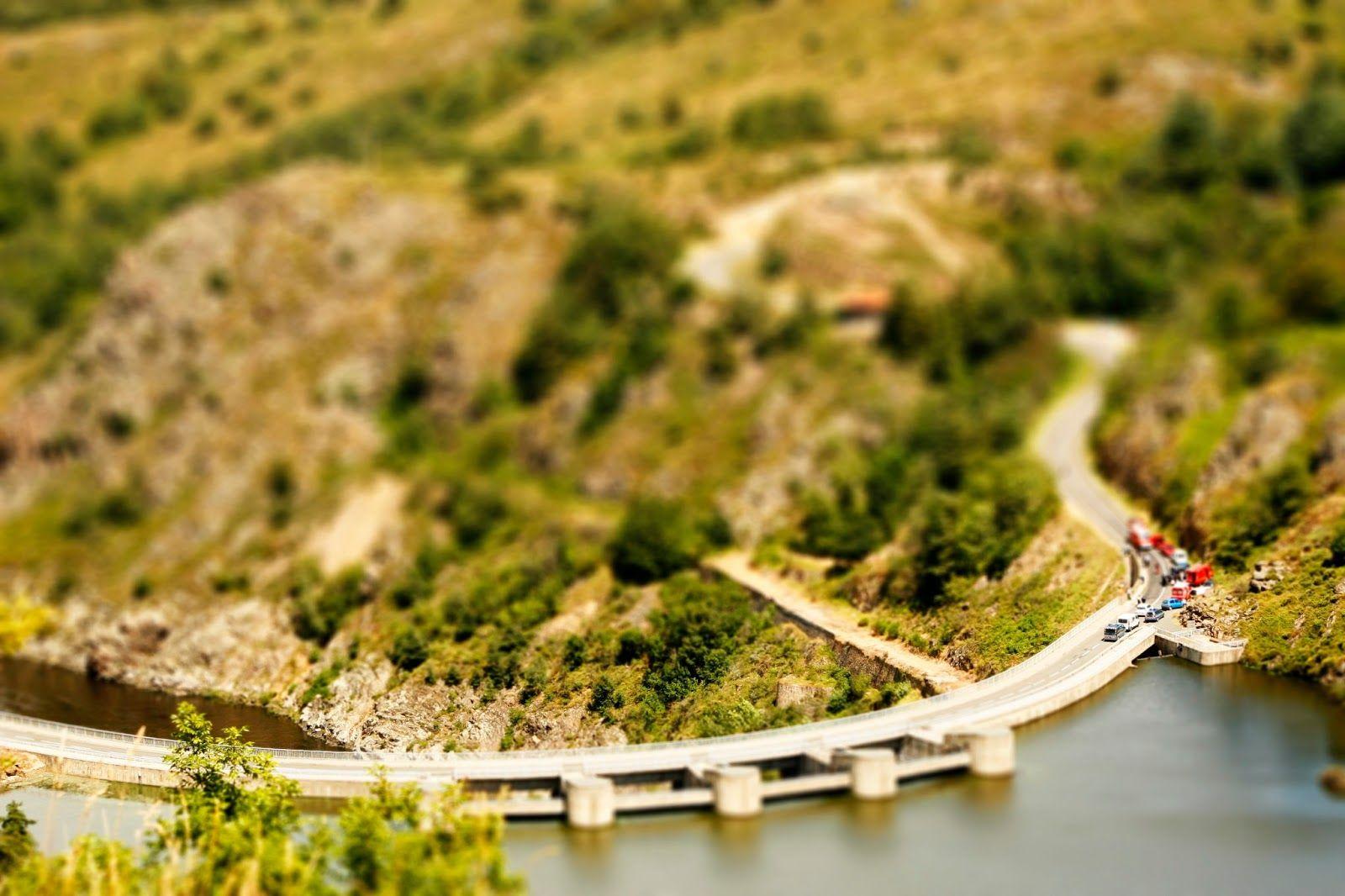 Stuwdam in de Loire bij Saint Etienne Frankrijk, Dorpjes