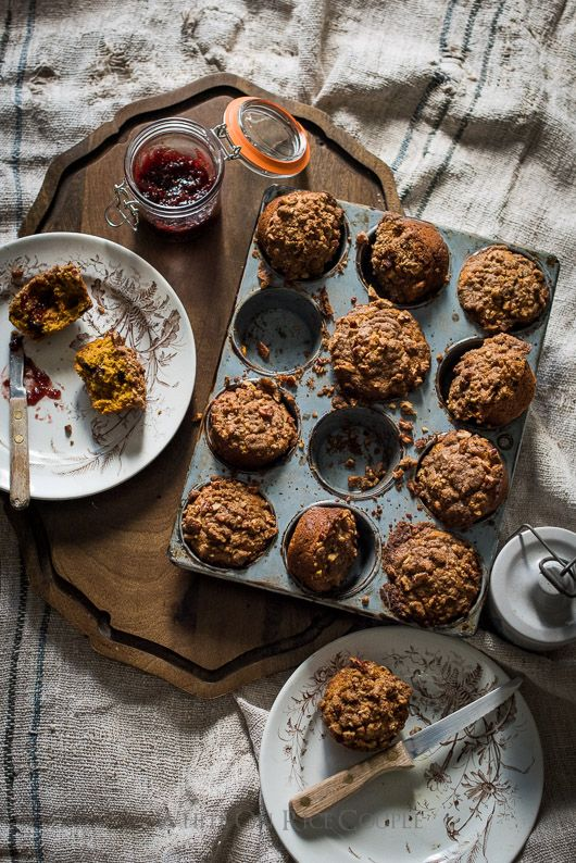 Pumpkin Spice Muffin Recipe with Crumb Topping is perfect for breakfast and brunch | @whiteonrice