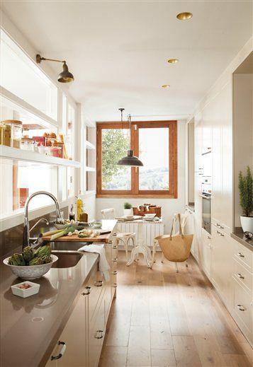 Una casita con jard n en la ciudad casas for Casas estrechas y alargadas