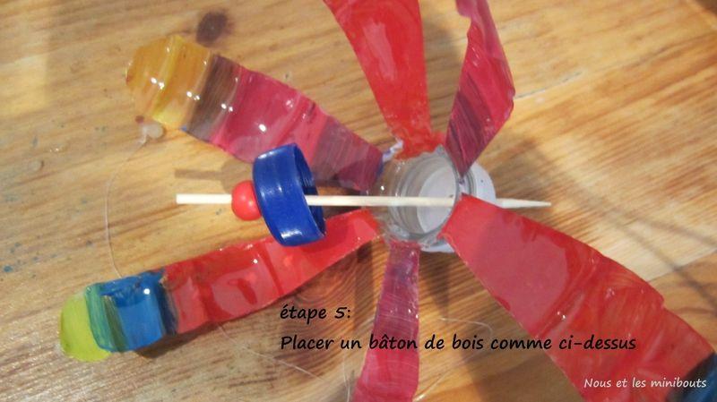 Diy Comment Fabriquer Un Moulin A Vent Avec Des Materiaux Recycles Nous Et Les Minibouts Comment Fabriquer Un Fleur En Plastique Et Creations De Maternelle