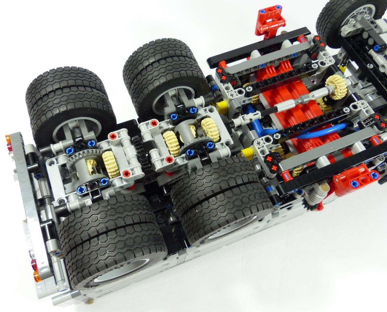 review lego technic 42043 mercedes benz arocs 3245 lego technic pinterest. Black Bedroom Furniture Sets. Home Design Ideas