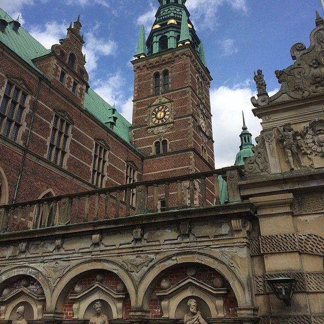 frederiksborg #fredericksborgpalace #hillerod #denmark #sunny #cloudy #palace #castle #grounds #palacegrounds #castlegrounds